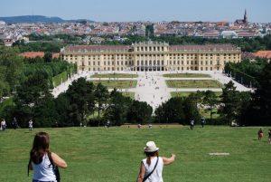 Вена. Дворец Шёнбрунн, бывшая летняя резиденция императорской семьи